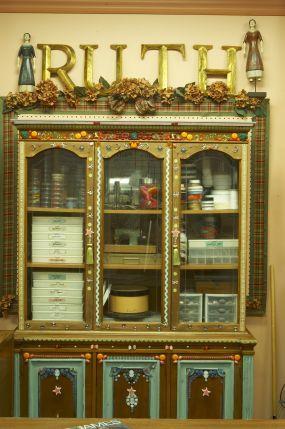Breakfront cabinet